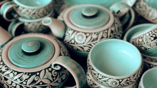 природный орнамент на посуде